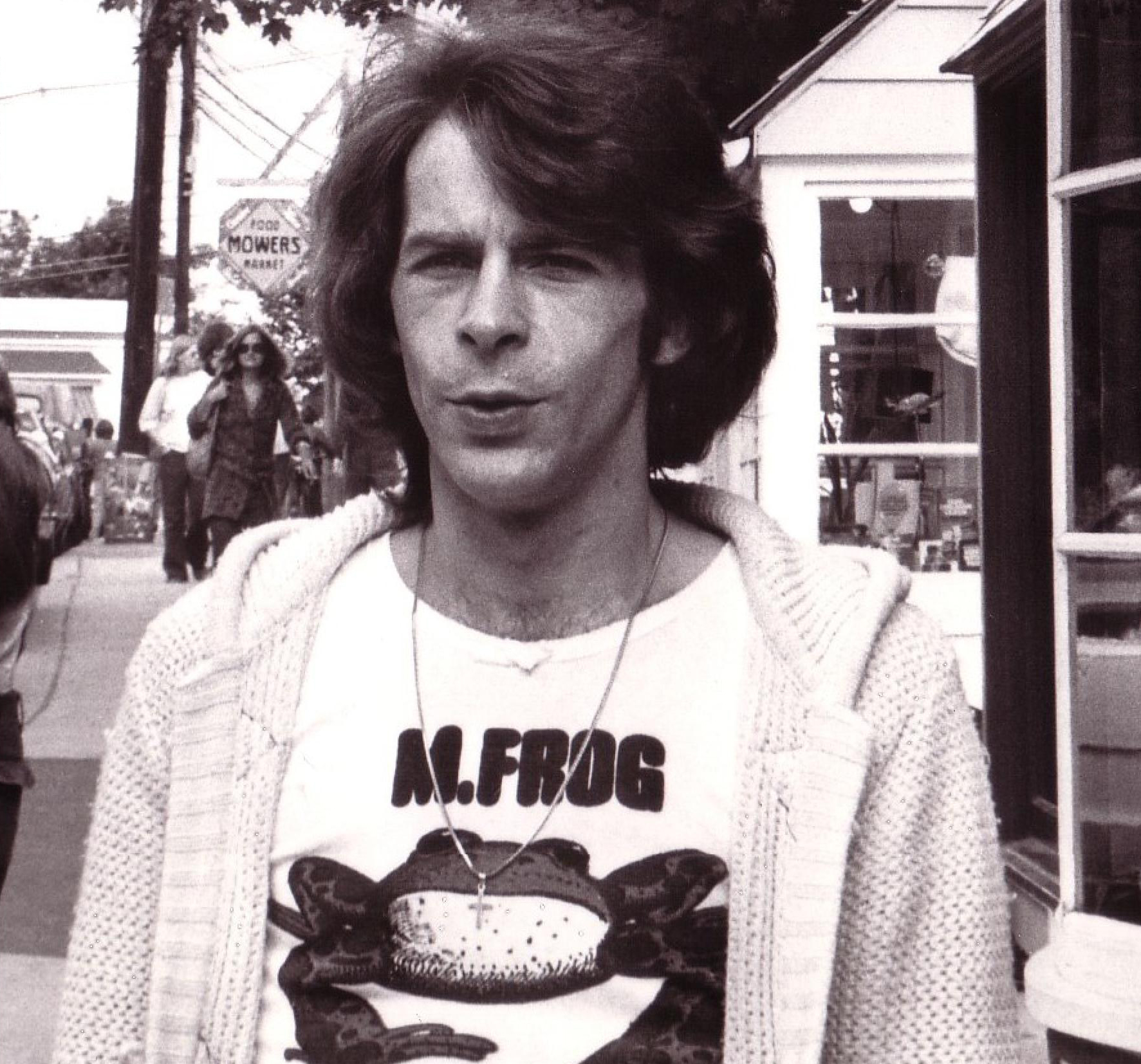 http://gonzai.com/wp-content/uploads/2012/11/M-Frog-Woodstock-Photo-Richard-Gibbs-1974.jpg