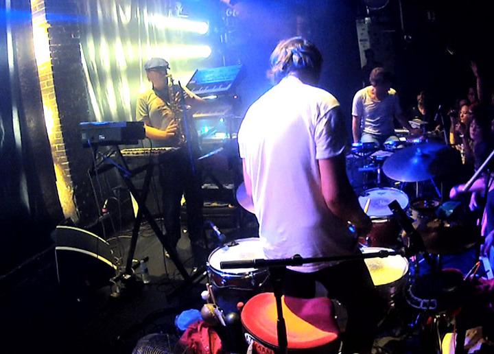 ZOMBIE ZOMBIE : « ROCKET #9 » LIVE