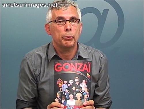 Arrêt sur l'image de Daniel Schneidermann présentant la couverture de Gonzaï n°1. Je vous parie un an d'abonnement à Internet qu'il n'a jamais ouvert le magazine.