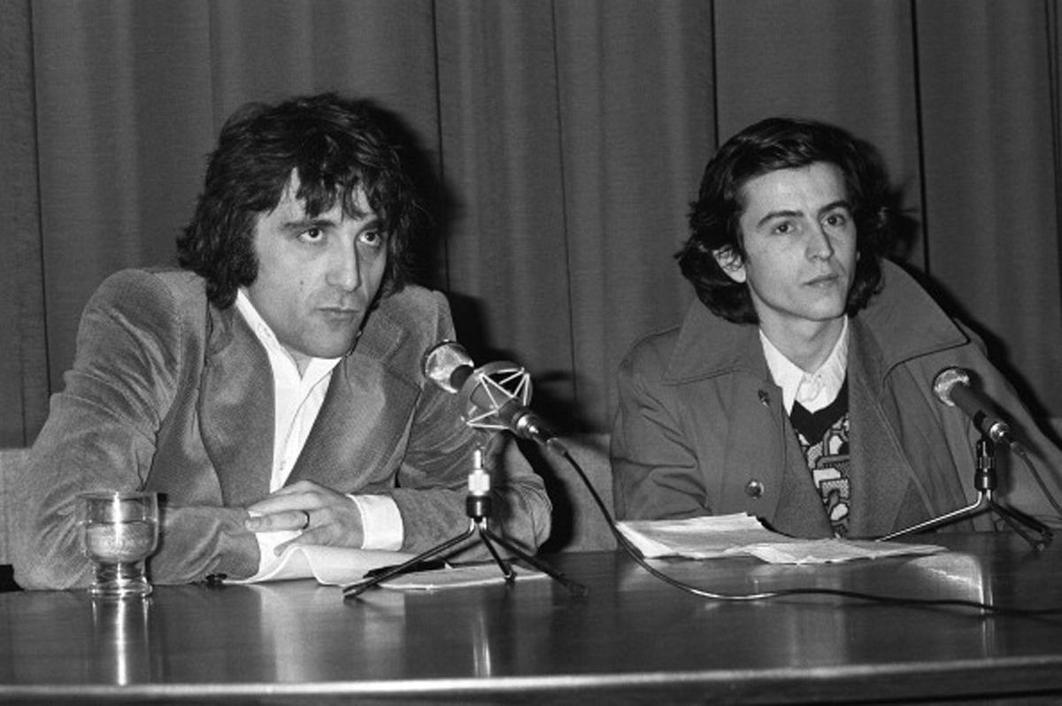 "FRANCE - JANUARY 23: Press conference of Bernard -Henri Levy for ""L'imprevu"" In Paris, France On January 23, 1975 - Michel Butel and Bernard-Henri Levy, directors of 'L'imprevu'. (Photo by Daniel SIMON/Gamma-Rapho via Getty Images)"